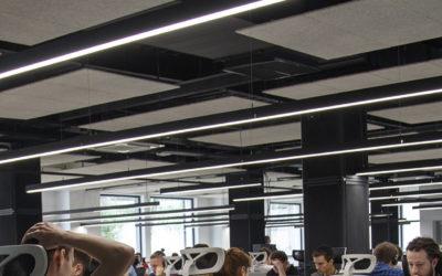 ¿Sabes que una buena iluminación puede aumentar la productividad de tu empresa?